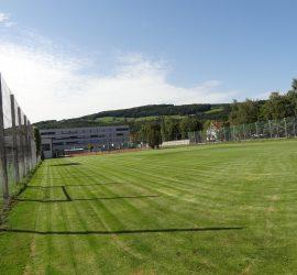 Court 2 & Trainingsfeld (gegenüber)